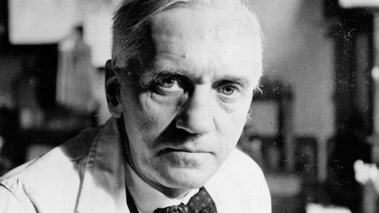 a short biography of sir alexander fleming the creator of penicillin Scottish bacteriologist sir alexander fleming, corecipient, with ernst boris chain and sir howard walter florey, of the 1945 nobel prize in physiology or medicine, for the discovery of penicillin and its curative effect in various infectious diseases  alexander fleming will always be remembered for turning a laboratory.