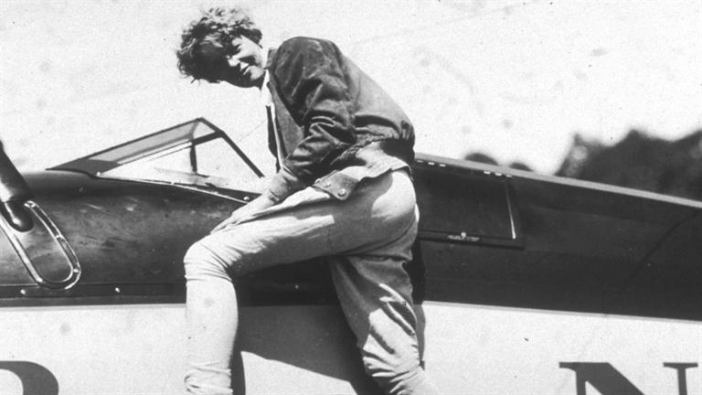 a biography of amelia earhart the first woman to cross the atlantic by plane Five years to the day that american aviator charles lindbergh became the first pilot to accomplish a solo, nonstop flight across the atlantic ocean, female aviator amelia earhart becomes the first.