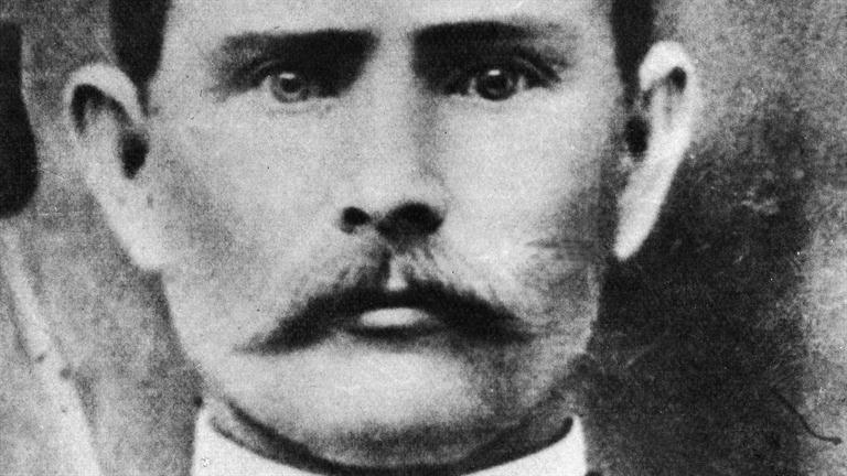 a biography of jesse james a robber Jesse woodson james american outlaw jesse woodson james (1847-1882) was a colorful bandit whose escapades made him a legendary figure of the wild west.